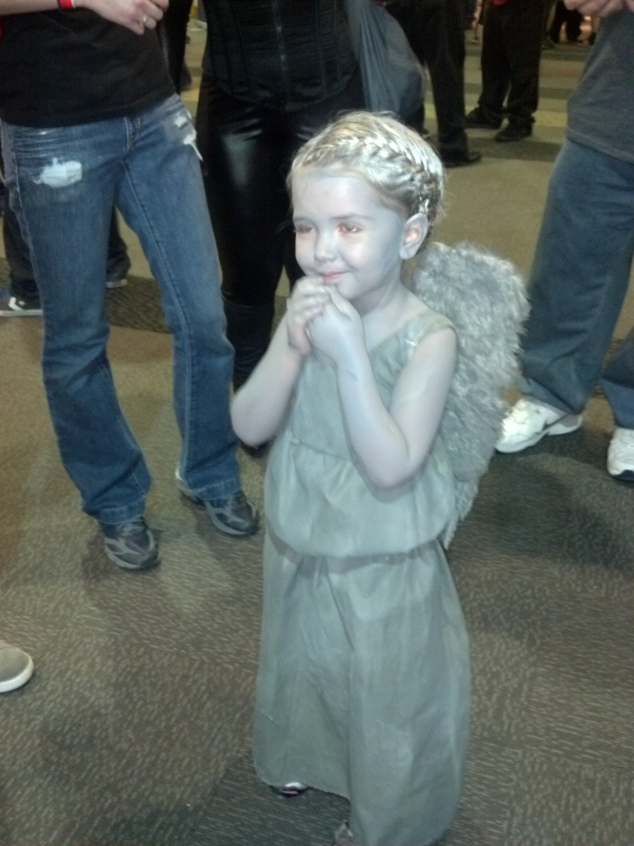 doctorwho:  Most adorable weeping angel I couldn't blink if I wanted to thegreatamon:  Little Weeping Angel at Denver Comic Con 2012.  She was ADORABLE!!! <3 When you went up to her and her parents and you asked if you could take a picture she would stand up straight, and slowly bring her hands up and cover her eyes. After you were done with the pictures she'd lower her hands and just SMILE so big.  Omg it was the cutest thing ever!!!    Awwww!!! ^_^