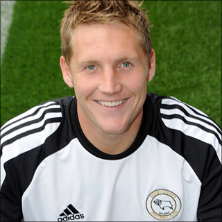 Kris Commons Height 1.68 m (5 ft 6 in)