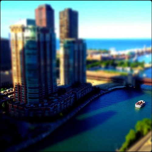 Chicago River #iphone #miniaturecam #chicago #river #boat #tiltshift (Taken with Instagram at Swissotel)