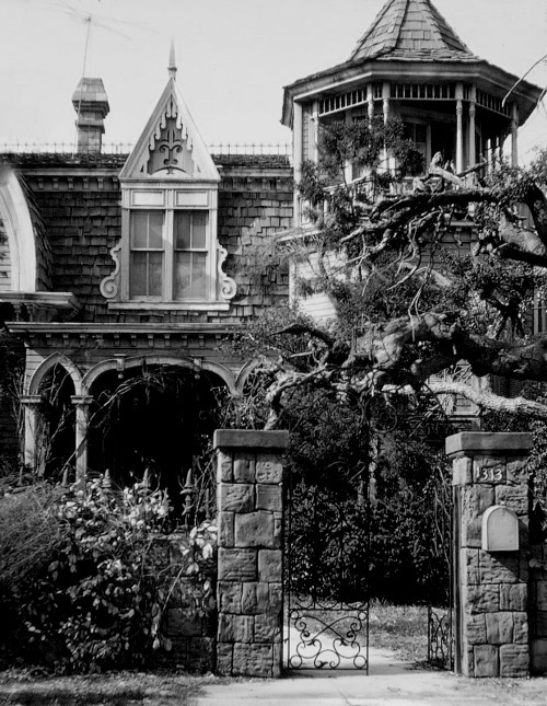 gothtriggers:  A house that makes you here the opening of the Addams Family.