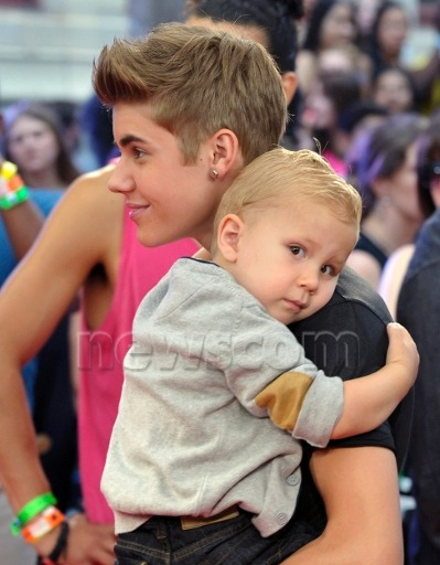 jbnewss:  Jaxon is Such A Cutie