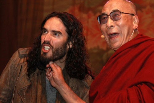 awesomepeoplehangingouttogether:  Russell Brand and the Dalai Lama