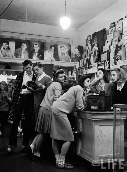 vinylespassion:  Group of teenagers listening to 45 rpm. records as they shop for the latest hits at a record store, 1944. Photo by Nina Leen. http://images.google.com/hosted/life/f34eb74c5b64a95e.html