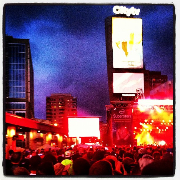 80 deep! #wutangclanaintnothintofkwith (Taken with Instagram at Yonge-Dundas Square)