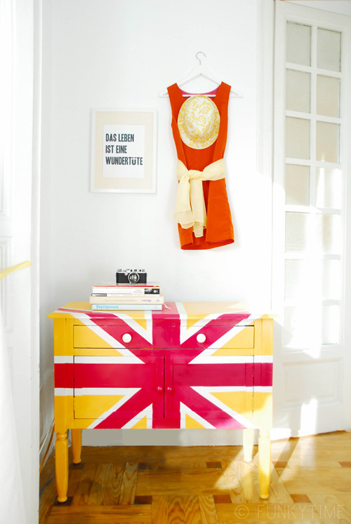 littlecraziness:  (via Union Jack Cupboard | Funkytime)