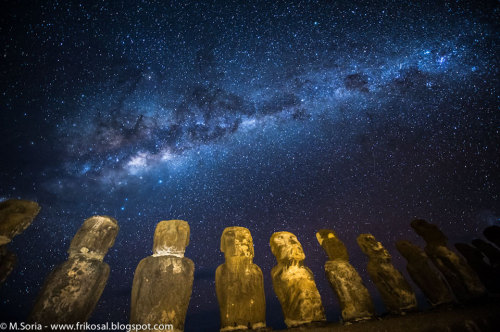 ikenbot:  Milky Way Above Easter Island  Why were the statues on Easter Island built? No one is sure. What is sure is that over 800 large stone statues exist there.  The Easter Island statues, stand, on the average, over twice as tall as a person and have over 200 times as much mass. Few specifics are known about the history or meaning of the unusual statues, but many believe that they were created about 500 years ago in the images of local leaders of a lost civilization. Pictured above, some of the stone giants were illuminated in 2009 under the central band of our Milky Way Galaxy.