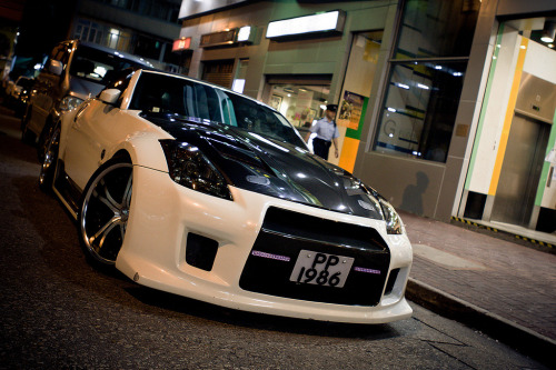 Nissan Fairlady Z somewhere in the streets of Hong Kong (photo credit: R-W-P / Rupert in HK)