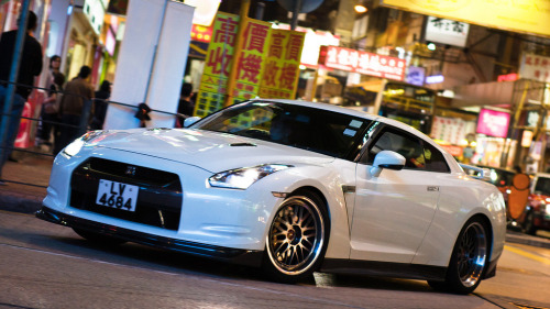 Nissan GT-R somewhere in the streets of Hong Kong (photo credit: R-W-P / Rupert in HK)
