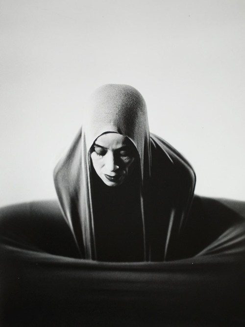 sadburro:  Martha Graham - Lamentation (1935) Photo: Barbara Morgan.