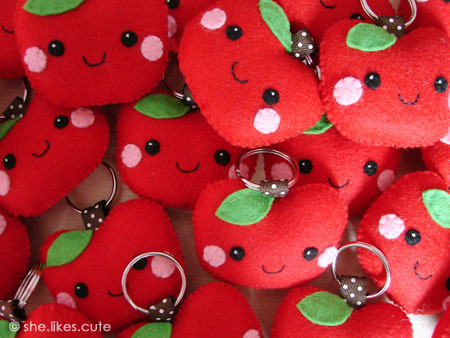 Apple keychains by she.likes.cute on Flickr.
