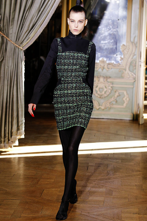 Emanuel Ungaro ready-to-wear fall 2011