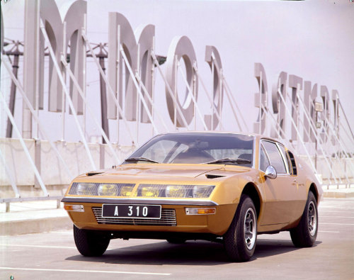 chromjuwelen:  (via Hot Renaults)  Alpine Renault A310 I really should get this on to Autocade at some point.