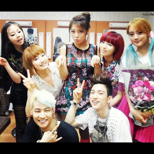 Wonder girls with JJ Project backstage photo #wondergirls #wonder #girls #sohee #yenni #yubin #lim #sun #JJ #JB #imjaebum #Jr #jinyoung #jjproject #jyp #jype #jypnation #backstages #backstagephoto #kakao #kakaotalk #talk (Taken with Instagram)