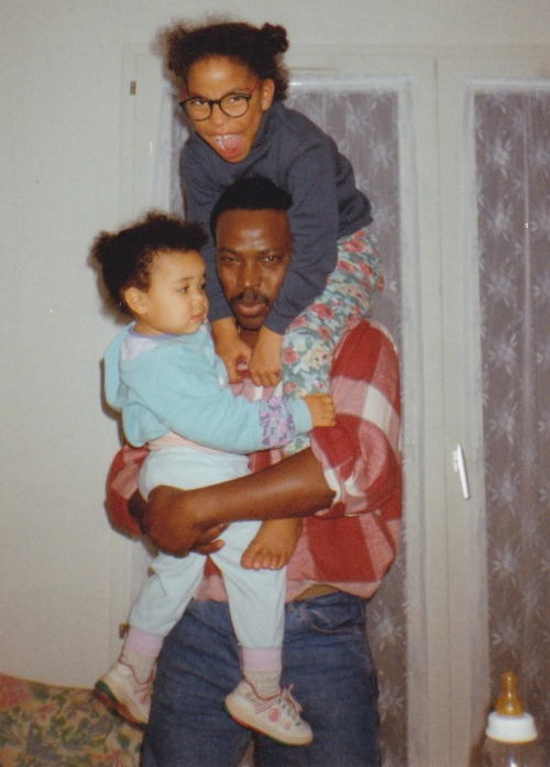 My Dad wit my sister Jul and I, in 1993 (seems I love my 1993 self!). Happy Father's Day!