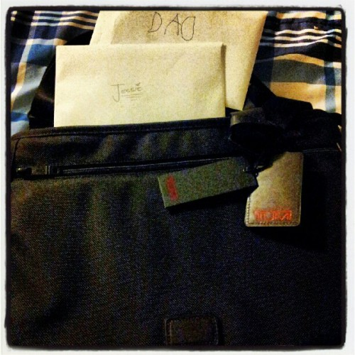 Tumi Laptop Bag!!! And 2 cards… #fathersday #gifts #love #wife  (Taken with Instagram)