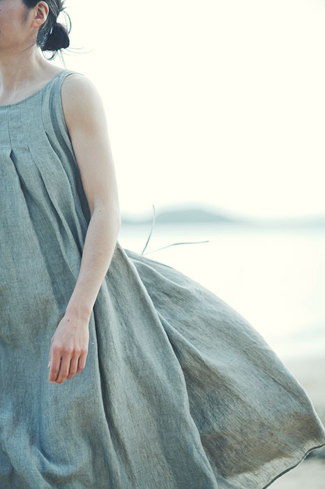 lindasinklings:  wind swept. via (vehar37)  just got a dress just like this. Summer uniform.