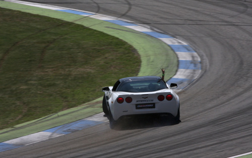 King of the world Starring: Chevrolet Corvette (by Lightnomad)