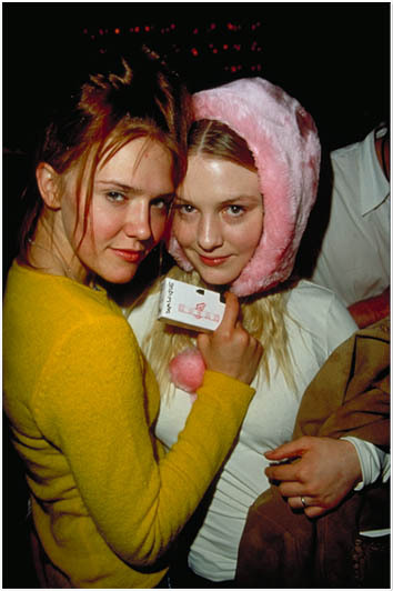suicideblonde:  Dominique and Chelse Swain (Lolita in 1997's Lolita and Bonnie Lisbon in 1999's The Virgin Suicides)