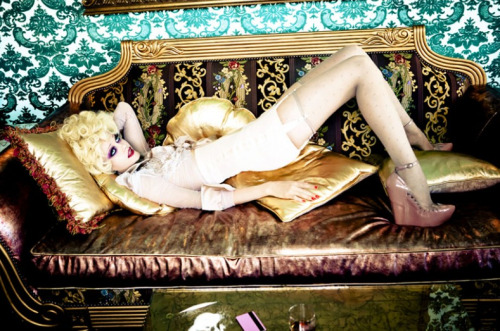 pussylequeer:  Do Not Disturb by Ellen von Unwerth, June 21 – August 31, 2012 at Michael Hoppen Gallery in London