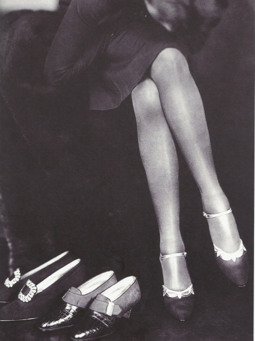 fantomas-en-cavale:  Grete Kolliner- Advert for shoes, Vienna, 1925