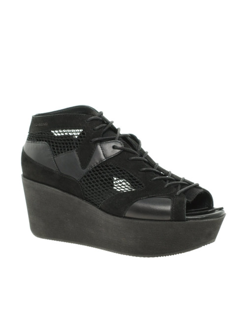 Vagabond Conga Black Flatform SandalsMore photos & another fashion brands: bit.ly/JgPQ8V