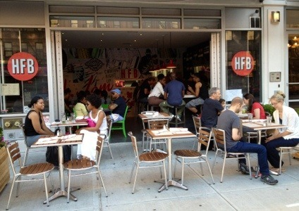 Harlem Food Bar adds sidewalk seating  (via http://harlemgal-inc.com/2012/06/18/harlem-food-bar-adds-sidewalk-seating/)