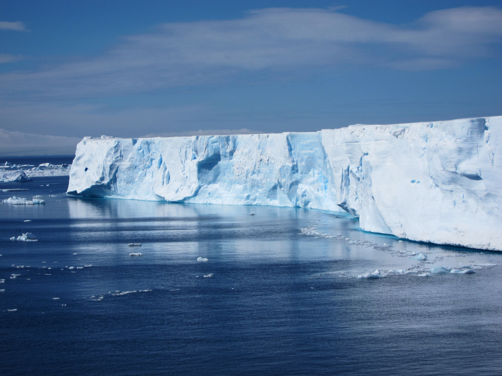 Tabular Iceberg in the Weddell Sea (by jdf_927)