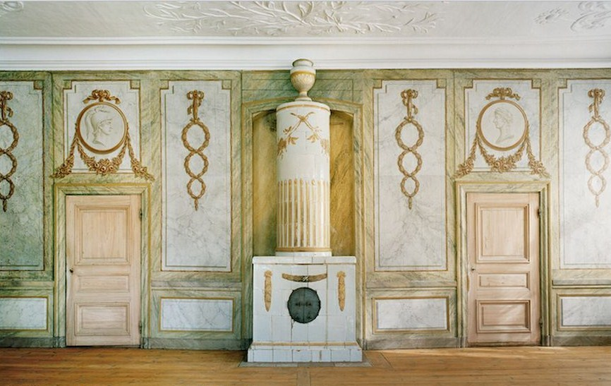 Hasselbyholm,  18th century Swedish Manor Gustavian Tiled Stove  photo by Michael Perlmutter Architectural Photography