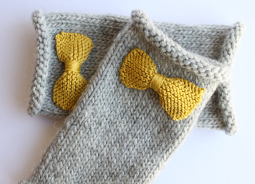 (via Knitted bow fingerless gloves in grey with by yiskahknits on Etsy)
