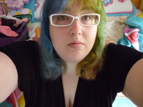 Posting this as a 'remember when my hair was fun colours?' You know, it's healed up and regrown from all its bleachings…