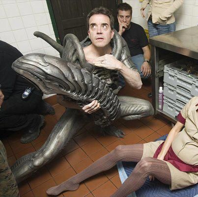 Tom Woodruff Jr. in the xenomorph costume for Alien Versus Predator: Requiem