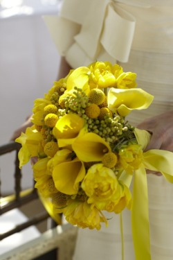 Say yes to a bright yellow bouquet