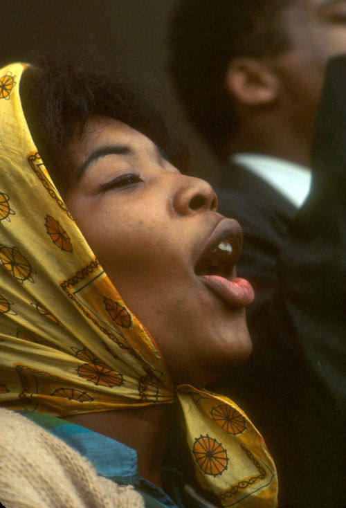 Woman singing outside the Dallas County Courthouse in Selma, Alabama in 1965. Photograph by Declan Haun. Want a copy of this photo?  > Visit our Rights and Reproductions Department and give them this number: ICHi-36733 Connect with the Museum
