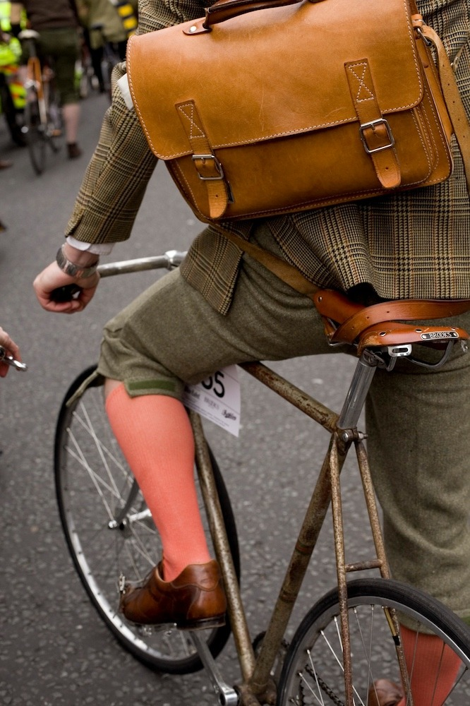 toptoff:  Another image which displays the brilliance of the London Tweed Run.