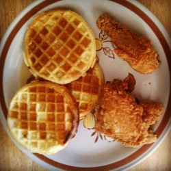#Popeyes #chicken & #Eggo #waffles … #poor man's #RoscoesChickenAndWaffles until payday #ChickenAndWaffles (Taken with Instagram)
