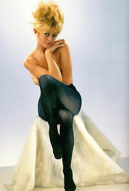 pin-up-darlings:  Brigette Bardot