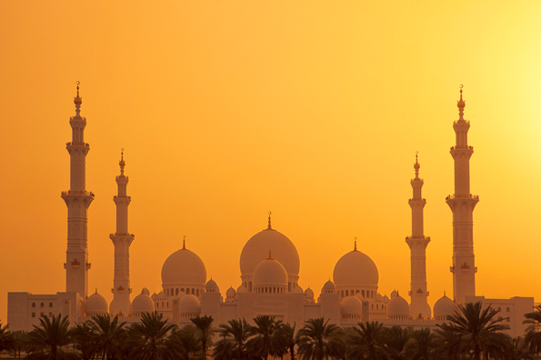 The Grand Sheikh Zayed Mosque, Abu Dhabi.  Taken by Mario Moreno