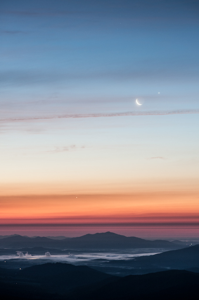 helveticaberries:  Sunrise with Jupiter, Venus, and the Moon by jon_beard