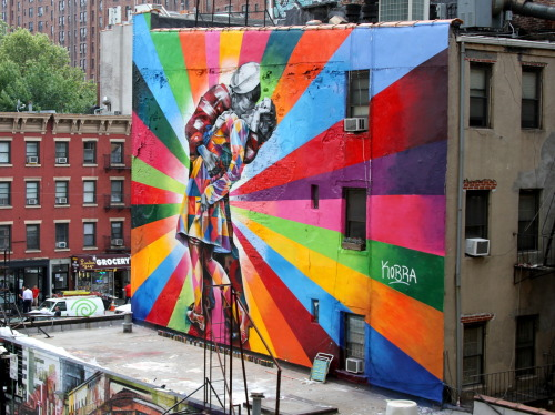 thedustyrebel:  Kobra's V-J Day in Times Square Mural Eduardo Kobra's mural of Alfred Eisenstaedt's photo, V-J Day in Times Square.Chelsea, NYC