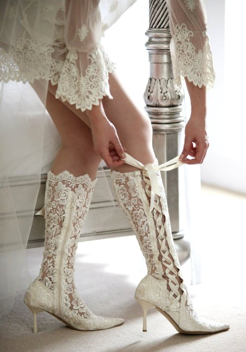 typette:  bonesy-dekay:  Imagine wearing those on your wedding day!  wow, I would wear those to a w- damn it I should've read the caption first.   whoa…!