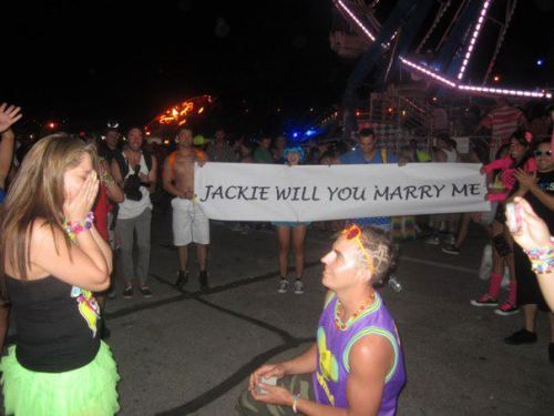 haveifoundu:  Jelly, someone getting proposed to at EDC…wow<3