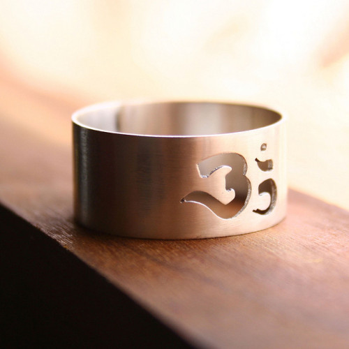 The OM Ring by India y Gaby
