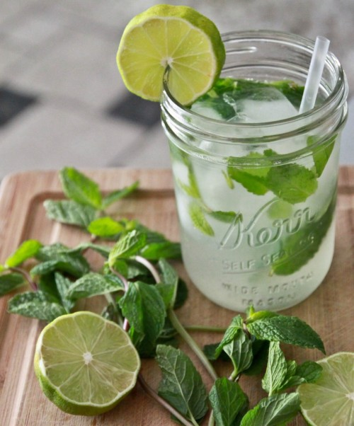 stateofkind:  This Sake Champagne Mojito looks incredibly appealing.