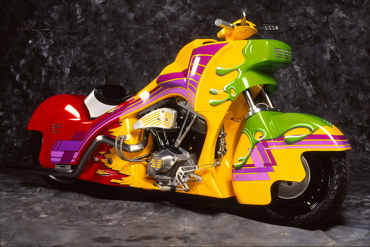 Acid Trip Shovel!! I still can't believe I photographed this bike. I think it was in Belgium or Holland where drugs are freely available. Sorry if your eyes hurt.