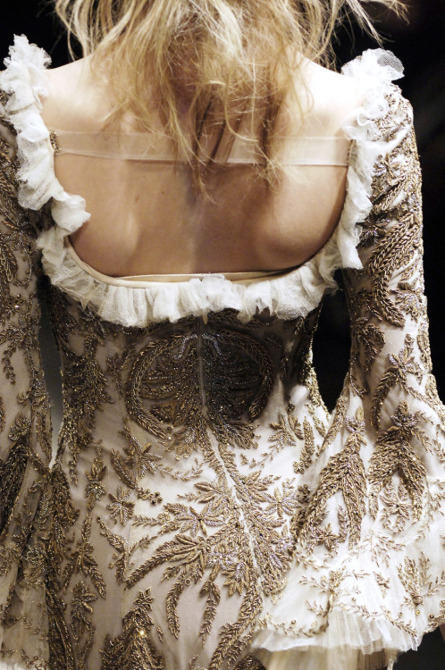 metamorphosis-style:  Alexander McQueen Paris Fall 2006