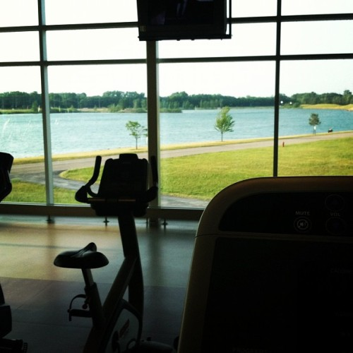 fit-af:  This gym spoils me. (Taken with Instagram)  Guys I really miss my gym at home :(