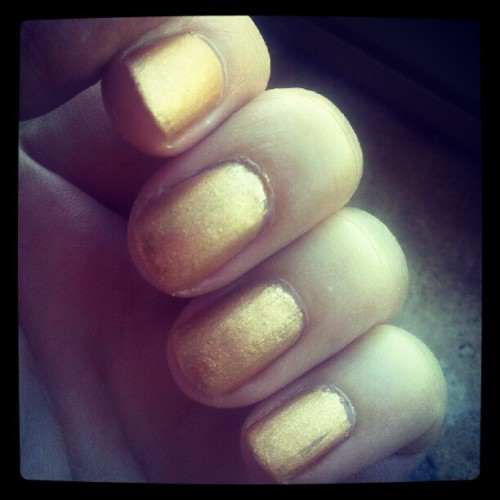 Mat gold polished nailsnail polish: Pupa #800mat top coat: Rimmel matte finish Filter: X-Pro (posted with Instagram) foto: ©Dolci Fusa  Taken 17 June 2012with LG  P-990 ISO 200, f/2.8, 4 mm, Exposure 1/81 sec.