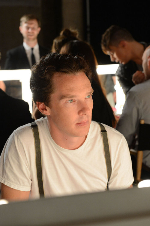 cumberbatchweb:  #BenedictCumberbatch backstage at the @spencerhart show.