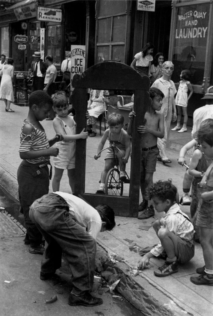 New York, ca. 1940. By Helen Levitt