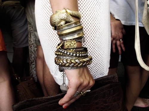 whatwouldkhaleesiwear:  What Would Khaleesi Wear?Stacking metallic bracelets